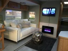 4 Refined Clever Ideas: Living Room Remodel Before And After Open Concept living room remodel on a budget layout.Living Room Remodel Ideas With Fireplace living room remodel before and after fixer upper.Living Room Remodel With Fireplace Window. Rv Campers, Camper Trailers, Travel Trailers, Happy Campers, Travel Camper, Retro Campers, Living Room Remodel, Rv Living, Tiny Living