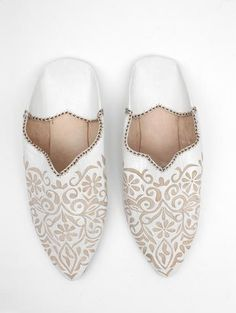 Bohemia women's leather slippers are handmade by artisans in Marrakech, Morocco. We make the finest quality women's leather babouche slippers and ship worldwide.