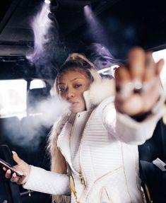 Women Smoking, Girl Smoking, Smoking Weed, Boujee Aesthetic, Bad Girl Aesthetic, Fille Gangsta, Cuban Doll, Thug Girl, Hood Girls