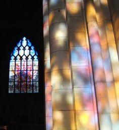 """Par Ariane : """"Merveille de la lumière du soleil à travers les vitraux de la collégiale Notre-Dame à Vernon : les verrières contemporaines (1994) révèlent la pensée du Moyen-âge. Pour ses bâtisseurs, l'église était la représentation terrestre de l'au-delà."""" - France"""