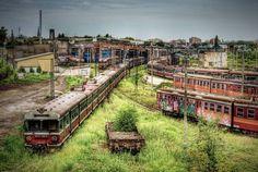 Pologne - La ville de Częstochowa est l'un des centres majeurs de pèlerinage dans le monde. Son dépôt de trains fut le plus grand de Pologne avant d'être abandonné.
