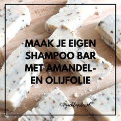 Zelf zeep maken kan handig zijn als je op zoek bent naar een shampoo vrij van sulfaten, parabenen en minerale olie. Het voorkomt dat je telkens ingrediëntenlijsten moet doornemen en je kunt er verschillende oliën aan toevoegen. #NaturalBeautySkincare
