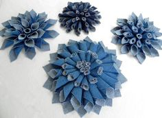 DIY Denim Fabric Flowers – Mum-inspired style – MISS PARTY. Great way to upcycle / recycle / repurpose old jeans. Jean Crafts, Denim Crafts, Denim Flowers, Fabric Flowers, Flores Denim, Fabric Crafts, Sewing Crafts, Craft Projects, Sewing Projects