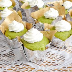 Matcha Green Tea Cupcakes - just bought my Matcha powder today.baking tomorrow with the Honey Buttercream as per the recipe, with Blackberry Buttercream reminiscent of Starbucks' Green Tea Frappucino with Blackberry). Green Tea Cupcakes, Matcha Cupcakes, Matcha Dessert, Mini Cupcakes, Cupcake Recipes, Cupcake Cakes, Dessert Recipes, Just Desserts, Delicious Desserts