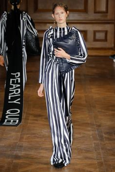 Mother of Pearl Fall 2017 Ready-to-Wear Undefined Photos - Vogue London Fashion Weeks, Vogue Paris, Fashion 2017, Womens Fashion, Fashion Trends, Fashion Design, London Summer, Clothing Labels, Vogue Russia