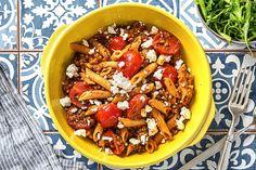 Snelle recepten - Vegetarische pasta bolognese Penne, Pasta Bolognese, Sauce Bolognaise, Tortilla Chips, Acai Bowl, Chili, Vegetarian Recipes, Veggies, Soup