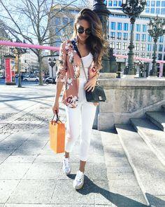 "7,843 To se mi líbí, 67 komentářů – Annie Jaffrey (@anniejaffrey) na Instagramu: ""Such a gorgeous day! Feeling inspired ☀️ _________ (Blazer and pants from #zara, shoes from…"""