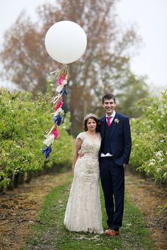 I am in pure wedded heaven today, why? Let me share all… Spring Wedding Colors, Spring Wedding Inspiration, Wedding Balloon Decorations, Wedding Balloons, Vintage Inspired Wedding Dresses, Floral Wedding, Wedding Vintage, Chic Wedding, Wedding Blog