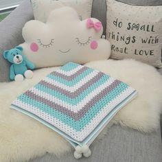 Crocheted Baby blanket. Pattern: http://daisycottagedesigns.net/free-crochet-patterns-granny-square/ seaspray, boy, blue