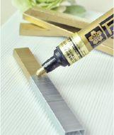Gouden nietjes - 'verf' ze met een gouden pen! Leuk voor uitnodigingen, kaarten enz. Je kunt voor beide terecht bij http://www.staples.nl/?utm_source=pinterest.com_medium=referral_content=20130408_campaign=producten