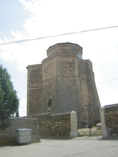 Pata finalizar el día os invitamos a pasear por el castillo de los Duques de  Alba, en la localidad de Alba de Tormes.