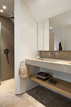 Take a look in our HB realisations with the most beautiful natural stones. Beige Bathroom, Guest Bathrooms, Downstairs Bathroom, Laundry In Bathroom, Bathroom Renos, Bathroom Inspo, Bathroom Renovations, Bathroom Interior, Bathroom Inspiration