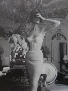 Vintage Lingerie Photo for Triumph Lingerie ad campaign by Jerry Plucer-Sarna, 1950 Vintage Glamour, Vintage Beauty, Vintage Fashion, 1950s Fashion, Mode Vintage, Vintage Love, Vintage Photos, Retro Vintage, Wedding Vintage