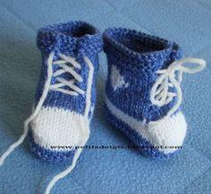 Une petite paire de baskets pour un bébé futur grand sportif. Points utilisés : point mousse et jersey. Ce petit modèle est de ma créati...