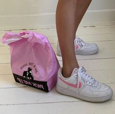 Image about fashion in ☆ ☆pink ☆ ☆ by ⋆ ⋆r i n a ⋆ ⋆ Sock Shoes, Cute Shoes, Me Too Shoes, High Top Sneakers, Sneakers Nike, Aesthetic Shoes, Aesthetic Beauty, Aesthetic Fashion, Dream Shoes