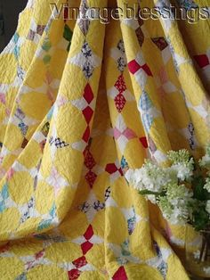 Gorgeous Small Scale Stars! Vintage 30s YELLOW Hummingbird QUILT 77x71""