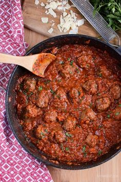 Syn Free Spaghetti and Meatballs - gluten free, dairy free, Slimming World and Weight Watchers friendly Slimming World Dinners, Slimming World Recipes Syn Free, Slimming Eats, Slimming Word, Beef Recipes, Cooking Recipes, Healthy Recipes, Savoury Recipes, Healthy Dinners