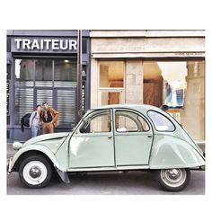 Next #pfw I want to ride in that car ✌️ #2cv #Paris (apparently I'm not the only one)