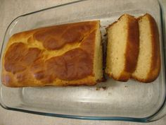1 kg de farinha de trigo  - 3 tabletes de fermento biológico para pão  - 1 colher de açúcar  - 1 colher de sal  - 3 xícaras de leite  - 4 ovos  - 1 xícara (chá) de óleo  -