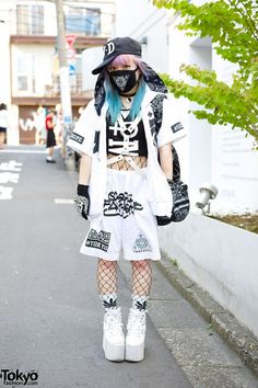 Senanan is the designer of the Japanese street wear brand Qiss Qill. When we met in #Harajuku, she was wearing #fashion from Qiss Qill with a +FRESH.i.AM+ cap and YRU platforms. #tokyofashion #streetsnap #Harajuku
