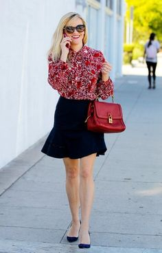 Reese Witherspoon Photos Photos - Reese Witherspoon takes a stroll. - Reese Witherspoon Goes for a Stroll