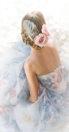 ♥ Pantone 2016 ~ Rose Quartz and Serenity Moda Floral, Quartz Color, Design Creation, Rose Quartz Serenity, Glamour, Floral Fashion, Color Of The Year, Pantone Color, Pantone 2016