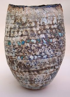 Contemporary ceramics, innovative pottery and ceramics, céramique nouveau, avant garde and cutting edge ceramic design and techniques are featured in this post. Ceramic Bowls, Ceramic Pottery, Pottery Art, Wabi Sabi, Keramik Design, Coil Pots, Paperclay, Contemporary Ceramics, Ceramic Artists
