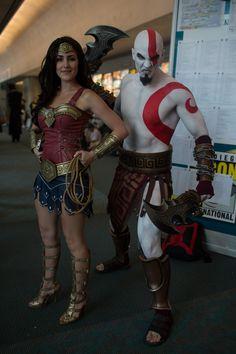 Wonder Woman and Kratos Cosplay Dc Cosplay, Cosplay Outfits, Best Cosplay, Cosplay Girls, Cosplay Costumes, Superhero Cosplay, Old Disney, Geek Girls, Cool Costumes
