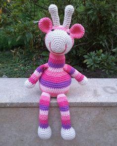 Buen comienzo de semana para todos!  Jirafa en tonos rosados! #crochet #hechoamano #crochetaddict #handmade #ganchillo #tejido #hilo #yarn #amigurumi #jirafa #muñecostejidos #amigurumipattern #croché #uncinetto #amotejercrochet #crochetpattern #instaganchillo #instacrochet #giraffle #amigurumitoy #muñecosalcrochet #crochê #craft #cotton #crochetlove #jirafaalcrochet by paula.batt