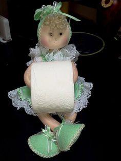O Que Você irá precisar para fazer sua Bonequinha de Banheiro Porta Papel Higiênico:Você pode fazer para vender também. 60 cm de tecido atoalhado...