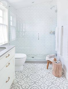 awesome 106 Clever Small Bathroom Decorating Ideas https://homedecort.com/2017/04/3375/