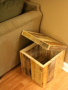 Reclaimed pallet wood storage ottoman natural by FasProjects Wooden Pallet Furniture, Wooden Pallets, Wooden Diy, Rustic Furniture, Diy Furniture, Pallet Wood, Furniture Stores, Furniture Movers, Furniture Outlet