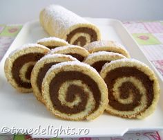 Roulade with chocolate cream and coffee is a cake that will love hopelessly, coffee lovers! (translator on sidebar) . Coffee Dessert, Coffee Cake, Chocolate Cream, Chocolate Desserts, Chocolate Coffee, Delicious Desserts, Dessert Recipes, Yummy Food, Sweets Recipe
