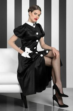 Black tights and stockings. Beautiful Legs, Gorgeous Women, Elegantes Outfit Frau, Womens Dress Suits, Suits Women, Pantyhose Outfits, Hot High Heels, Satin Blouses, Black Tights