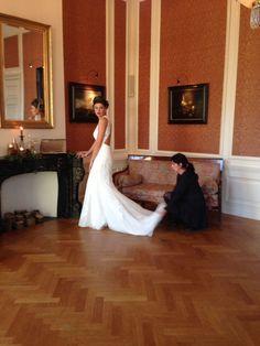 Fotoshoot bij Kasteel Vaanenburg. Zorgen dat de jurk perfect ligt voor de foto. #fotoshoot #modelling #pictureperfect Bridal Style, Bridal Dresses, Vintage, Collection, Fashion, Bride Dresses, Moda, Bridal Gowns, La Mode