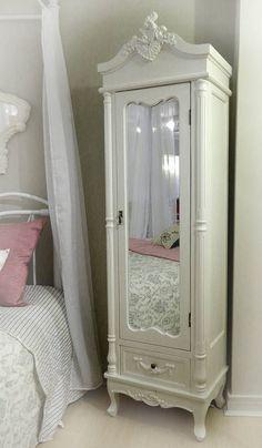 Shabby Chic Bedroom Furniture Wardrobes Storage 52 Ideas For 2019 Shabby Chic Bedroom Furniture, Shabby Chic Interiors, Shabby Chic Bedrooms, Bedroom Vintage, Shabby Chic Decor, Bedroom Decor, Single Wardrobe, White Wardrobe, Furniture Makeover