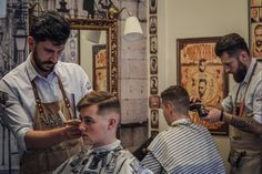 It's a full house today at Rooster's Barbershop Athens and the brothers #antreas.kr and #krass_gk are giving it all to satisfy you 😉😉 #roostersαμπελοκηποι #roostersbarbershopathens #roosters #roostersbarbershop #barbershop #barbershopsinathensgreece #μπαρμπερικααθηνα #μπαρμπερικο #κουρειααθηνα  www.roostersbarbershop.gr