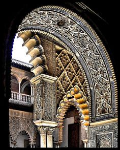 Originally a Moorish fort, Los Reales Alcazares de Sevilla is a royal palace in Seville, Spain. the oldest royal palace still in use in Europe, and is a UNESCO World Heritage Site. by CiccioNutella Architecture Antique, Islamic Architecture, Beautiful Architecture, Beautiful Buildings, Art And Architecture, Malaga, Madrid, Granada, Le Riad