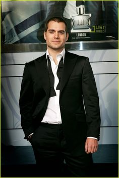 16 January 2008 : British hunk Henry Cavill attends a meet-and-greet as the new face of Dunhill's LONDON fragrance at Selfridges