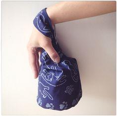 Small Bag of Patchwork DIY tutorial Small Bag of Patchwork DIY tutorial ~ DIY Tutorial Ideas! Cosmetic Bag Tutorial, Diy Bags Tutorial, Coin Purse Tutorial, Zipper Pouch Tutorial, Backpack Tutorial, Diy Makeup Bag, Small Makeup Bag, Drawstring Bag Tutorials, Sew Together Bag