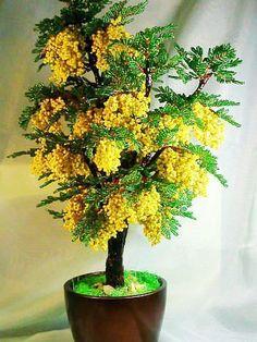 Цветущие деревья из бисера.