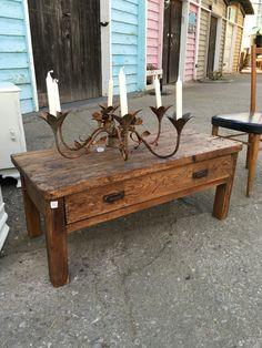 Eda comedor y mesa de centro a juego restauradas y for Alacenas antiguas decapadas
