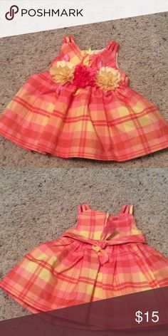 Baby dress Very pretty dress size 3 to 6 months.Everything about this little dress is cute. Dresses Casual