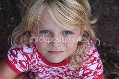 Resultado de imagem para garota loira de olhos azuis claros