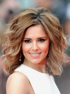 Volumenized medium length hair