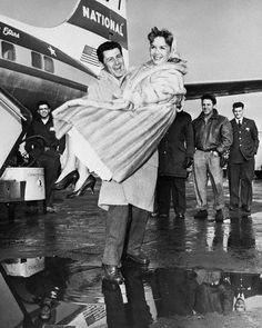 Eddie Fisher & Debbie Reynolds- I love how rugged up they are Old Hollywood Actors, Hollywood Stars, Classic Hollywood, Eddie Fisher, Carrie Fisher, Old Movie Stars, Classic Movie Stars, Old Movies, Vintage Movies