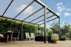 Deze vrijstaande aluminium Legend overkapping is flexibel in de tuin te plaatsen. Zo is het niet nodig om deze aluminium veranda aan uw huis vast te zetten, wat u de vrijheid geeft om hem overal in uw tuin neer te zetten. Door deze vrijstaande aluminium overkapping van A-merk Gardendreams strategisch te plaatsen heeft u vrij uitzicht over uw tuin. Dit doet u door de lage achterkant met de goot naar achter te plaatsen en de hoge kant aan de voorkant.  #overkappping #tuin #aluminium Products, Porches, Lights, Legends, Seeds, Gadget