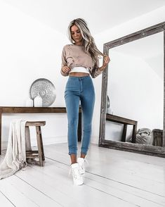 "14.7 k mentions J'aime, 65 commentaires - Kirsty Fleming (@kirstyfleming) sur Instagram : ""Extra stretchy  just the way I like them @windsorstore  Deets: Taupe De-stress Crop Top Denim…"""