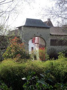 Monnikhof, Houtem | Deze imposante hoeve staat vlakbij de parochiekerk aan de Haesendonckstraat in Houtem (Vilvoorde).