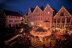 Der Altdeutsche Weihnachtsmarkt in der historischen Altstadt von Bad Wimpfen ist einer der ältesten in Deutschland und hat seinen Charme erhalten.